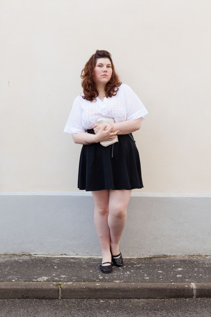 French Curves : Minimaliste https://blog.ninaah.com/6876-2/  plus size, minimalisme, curvy, noie, blanc, broderie anglaise, outfit