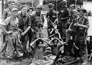 Nederland wil Indonesië terug veroveren. Nederland stuurt soldaten en vermoorden veel mensen.
