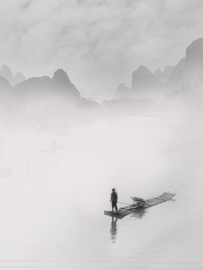 Award-wining photographer Fan Ho has won 268 awards from international exhibitions and competitions worldwide since 1956.It is this diverse cultural background that makes Fan Ho's creative style so unique, full of lyrical beauty, dramatic power, and poetic grandeur.