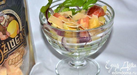 Салат из печеного картофеля с лососем и сыром Джюгас