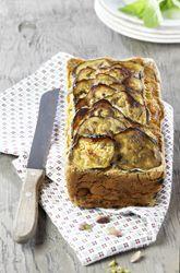 Cake à l'aubergine à la menthe et aux pistaches