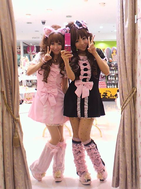 "•○~ Hime Gyaru, 姫ギャル, ""princess girl"" ♥  La Pafait - dresses - ribbons - lace - legwarmers - head bow - cat ears - nekomimi - matching coordinates - cute - kawaii - Japanese street fashion✮ ~•○"