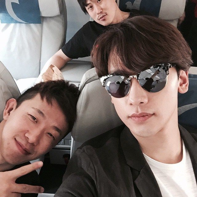 [8 images][Eng trans] Instagrams, Tweets, and Posts abound: 비 wants you to see…