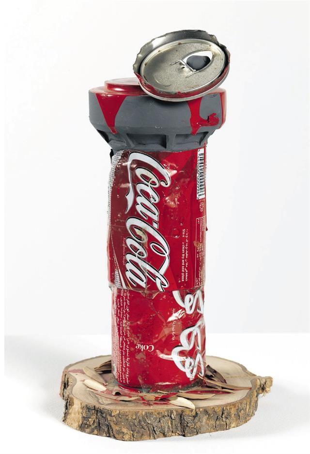 El street art de Banksy se exhibe con calidad de museo  Bomba casera: la ironía es un sello de la creación del artista de quien sólo se sabe que nació en Bristol, en 1974. Foto: Fundación Tercer Pilar