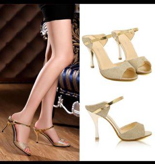 unas zapatillas gold son lo mas chic para esas ocaciones en que quieres lucir espectacular!