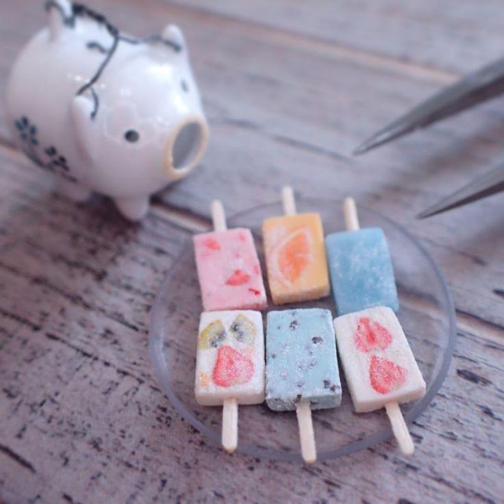 暑くなりそう☀️ アイスキャンディー作りました。今日はガリガリ君な気分です。 #ミニチュア #ミニチュアフード #ミニチュアスイーツ#ガリガリ君 #kawaii #アイスキャンディー #アイス #おやつ#いちご #フルーツ #チョコミント #miniature #miniaturefood #icecream #蚊遣り豚 #豚 #蚊取り線香 #manonminiature