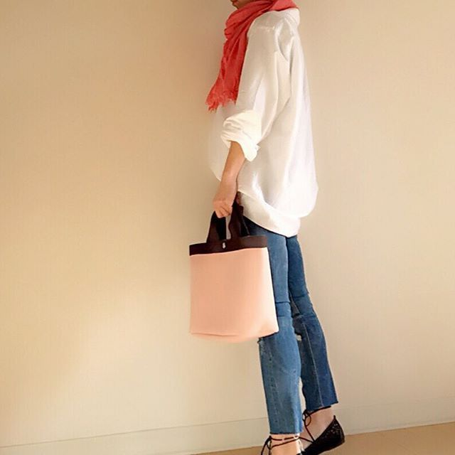 kaz_simplelife#今日のコーデ  ブログ内で#リンクコーデ メンズのXLのシャツを着て緩っとコーデ  ダボダボな服が好き←旦那には受けが宜しくない←今日は出張でいないし~~~(๑•̀ㅂ•́)و✧  緩いコーデが好き  #オックスフォードシャツ#UNIQLO#メンズシャツ #デニム#ZARA #ストール#altea#アルテア #バッグ#エルベシャプリエ #パンプス#レースアップシューズ  #ピンク#ユニクロメンズ族#ユニクロメンズシャツ#ユニジョ#シャツコーデ#白シャツ#ユニクロ#ユニクロコーデ#outfit#おちび#おちびの輪#コーデ#ファッション#スナップミー