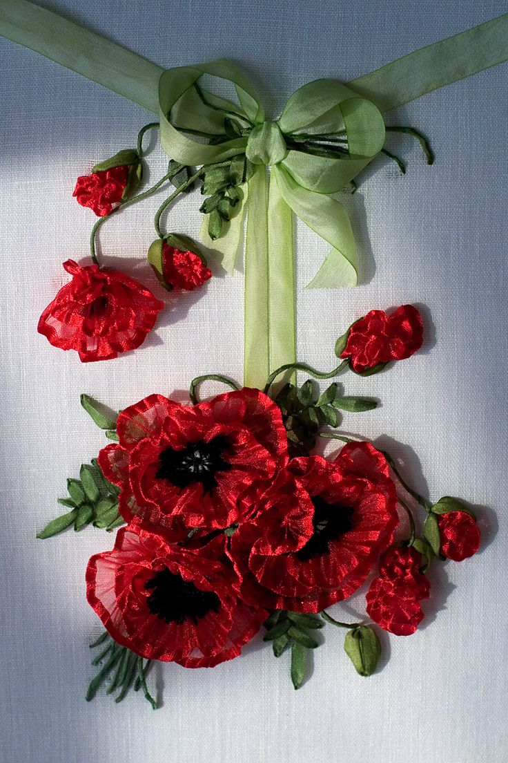 Today I have lovely red Poppies to brighten up your day… Embroidered by the talented Marina Zherdeva from Moscow. Click on the image to enlarge