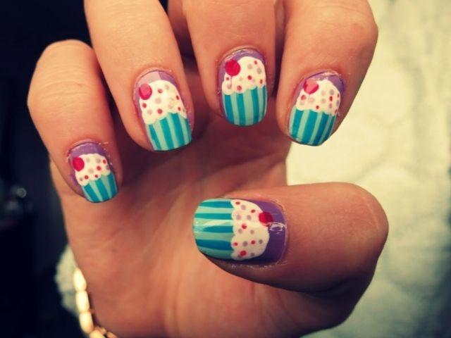 nageldesign motive sommer cupcake muster lila blau