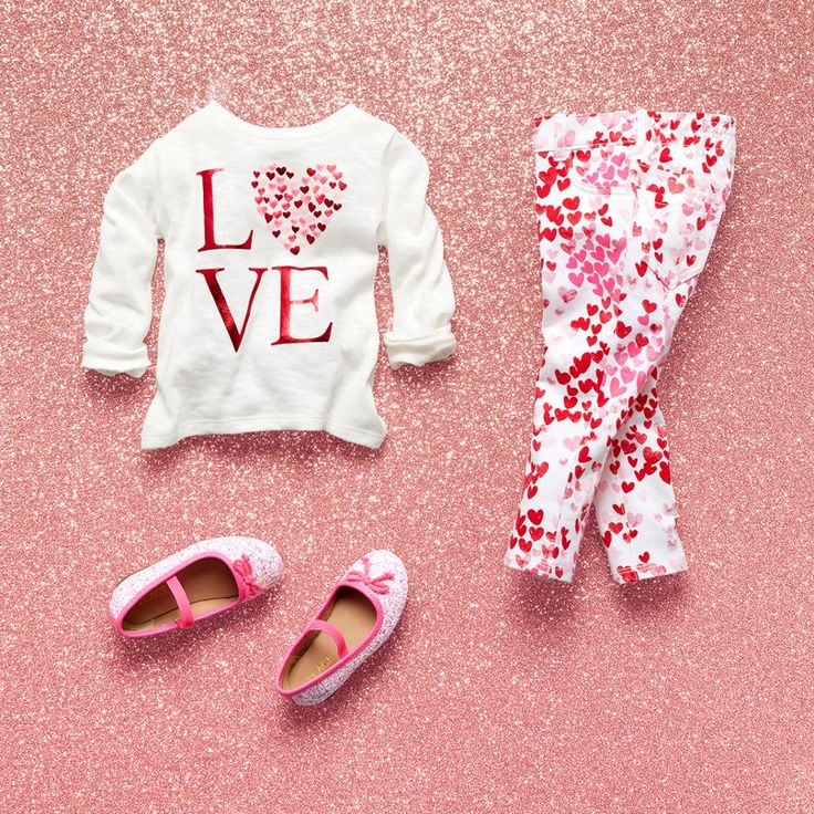 Toddler girls' fashion | Kids' clothes | Graphic top | Heart print jeggings | Flats | Valentine's Day outfit | The Children's Place