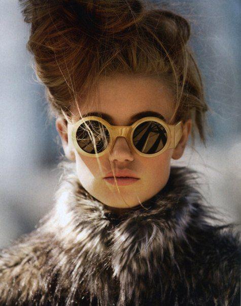 Olya, 20, Ukrainian. Fashion, vintage