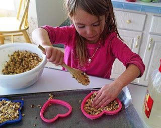no cook bird seed feeder. great for little neighbor gifts