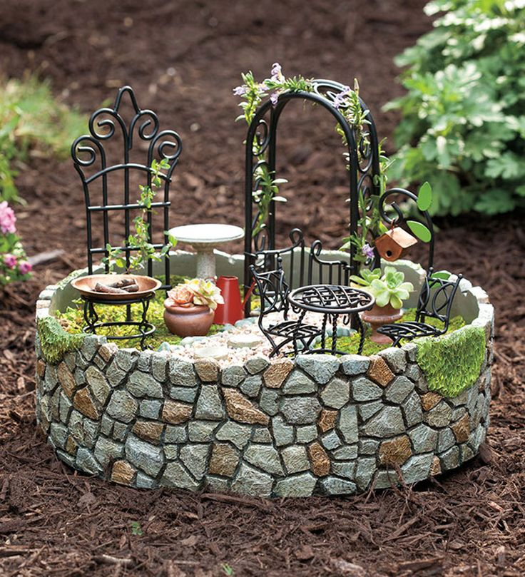 Adorable fairy garden.  Those are tiny real plants!