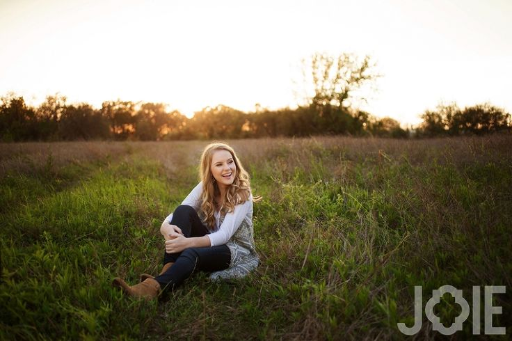 joy photography JOIE PHOTOGRAPHIE Houston texas modern sunset girl curly hair blonde natural field Stratford High School Top Senior Photographer