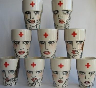 Geen fan van Valentijn? Handbeschilderde beker -  Rokende verpleegster van harriet-damave
