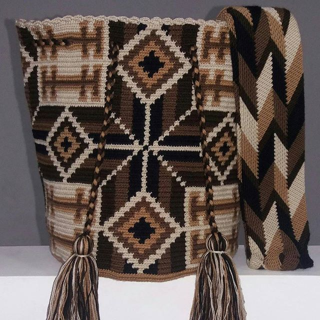Mochila Wayuu multicolor. Mar. 2-13.#mochilaswayuu #wayuubags #bags #barcelona…