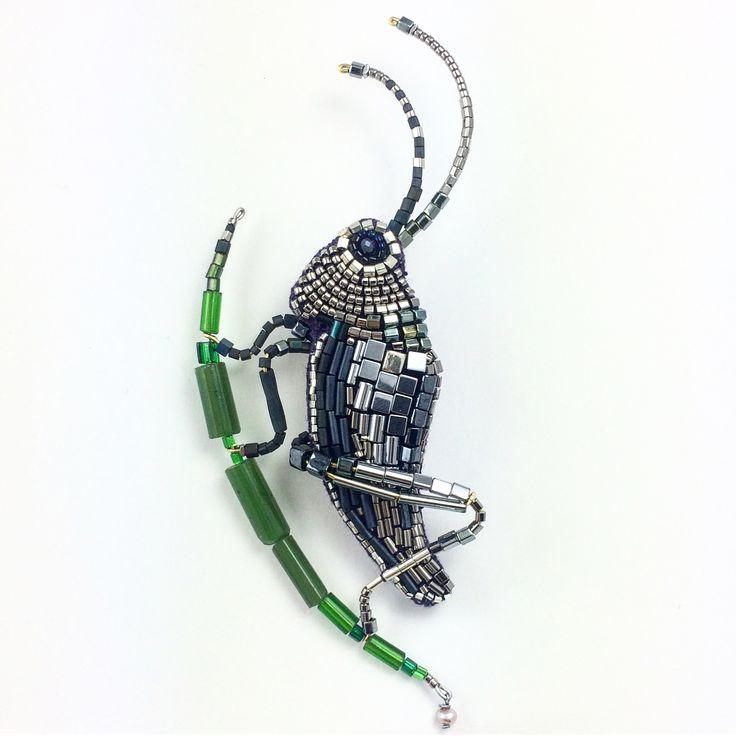 """Брошь """"Кузнечик"""" - серебряный и усатый насекомый. Вышит гематитом и японским бисером, усы и лапки - жесткая проволока, лист из стеклянных винтажных бусин, натуральная жемчуженацена по запросу #peresvetti#sieraad#кузнечик#fashiondesigner#floristlife#insectmacro#antiques#昆虫#バッタ#renessans#calligraphyart#embroideryart#contemporaryjewelry#fashionblogger#trendsetters#jewelleryexhibition#jewelleryblogger#jewelleryaddict#fineart#designnews#artisan#иллюстратор#illustrator#vanityfairparty#vanityf..."""