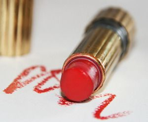 What to do about lipstick stains on clothes?  That is what a reader recently asked me in Household Management 101's Ask A Question Section.  Read her question: