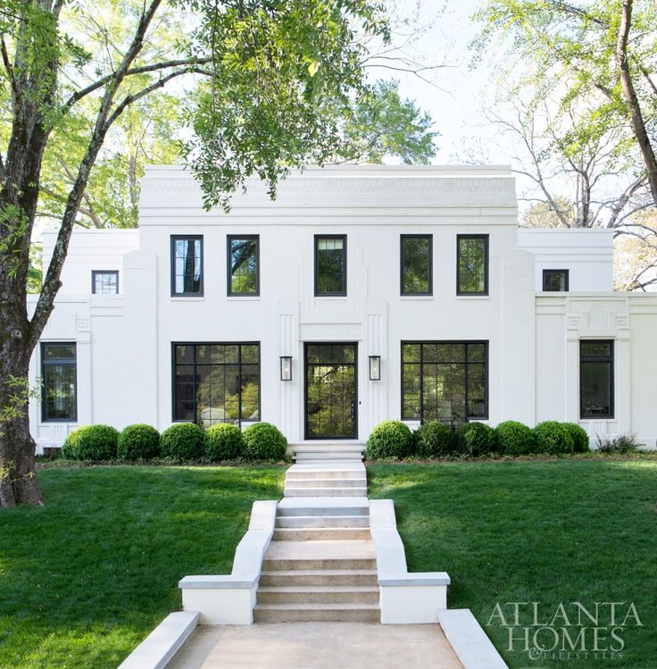 Flat roof. Symmetry. Evans-Cucich-Hayden House, Atlanta, GA | Images Courtesy of Atlanta Homes & Lifestyles | Photographed by Erica George Dines