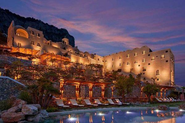 モナステロ・サンタロサ・ホテル&スパ(Monastero Santa Rosa Hotel & Spa) 1泊92000円~ 南イタリア アマルフィ