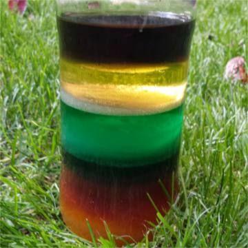 El experimento consiste en apilar capas de distintos líquidos en un vaso teniendo en cuenta sus densidades. Si además añades colorante crearás una impresionante columna de líquidos multicolor. Materiales: Un vaso alto, tarro o...