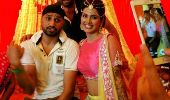 Geeta Basra's mehendi ceremony with Harbhajan | >>>CinemaCeleb<<<