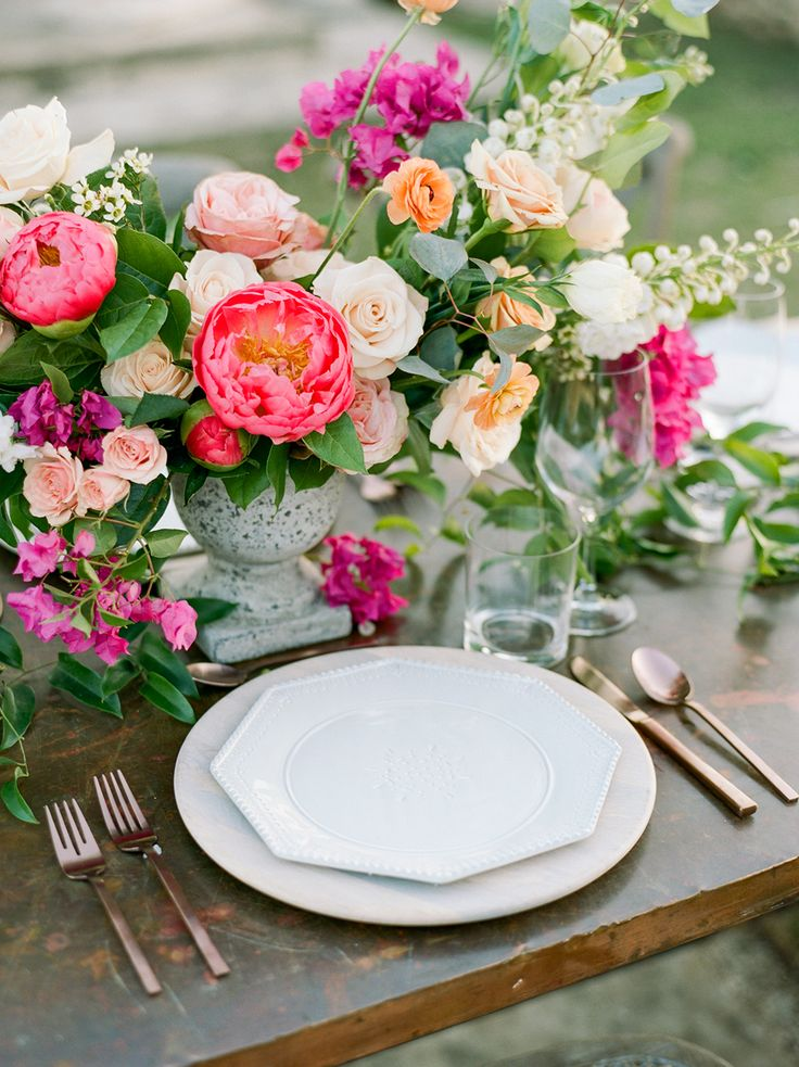 table settings - photo by Dana Fernandez Photography http://ruffledblog.com/mexico-inspired-wedding-ideas-with-bougainvillea