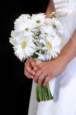 Simple wedding bouquet with daisies. This is exactly what I want! Except with yellow ribbon around the stems. #DBBridalStyle