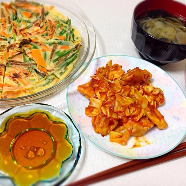 タッカルビの素がもうすぐ期限だったので、韓国料理を意識した定食にしてみましたー(o^^o) 献立は、タッカルビ、チヂミ、ワカメスープ、雑穀ご飯…です! 辛くて美味しーい♡ - 29件のもぐもぐ - 5/9 韓国定食( ´ ▽ ` ) by azusa33
