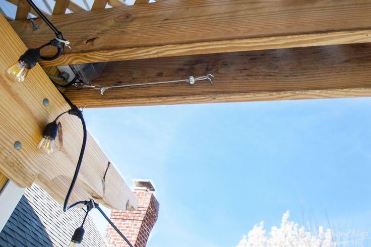 IMPRESSIONANTE IDEA !!  hastes de cortina DIY para seu pergola / outdoor área de entretenimento !!  Feito com fio de cabo, super fácil e barato !!!  de www.heatherednest.com