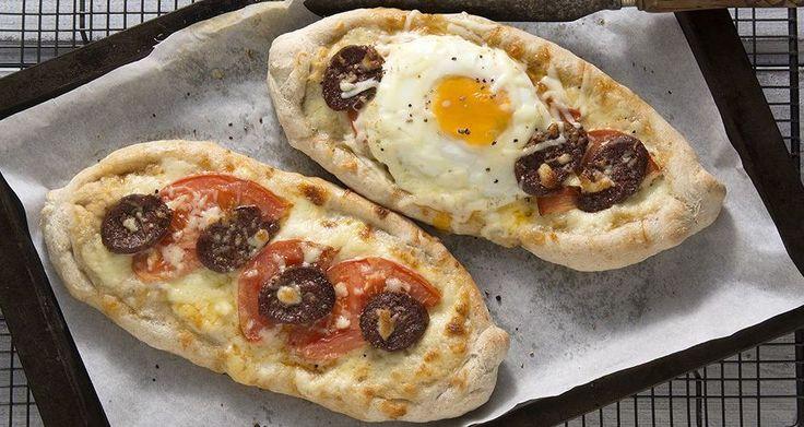 Πεϊνιρλί με σουτζούκι και αυγό