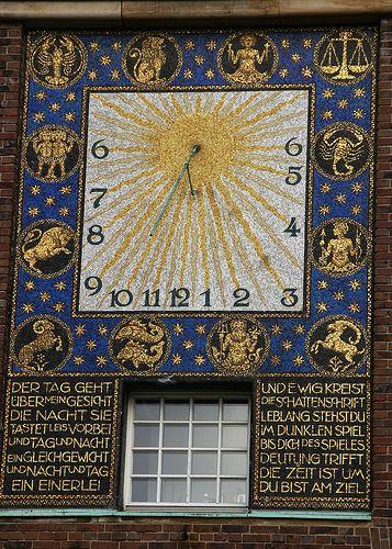 Darmstadt, Mathildenhöhe, Hochzeitsturm, Sonnenuhr (Wedding Tower).