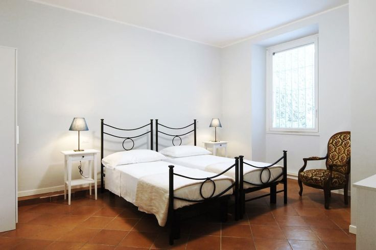 Кондоминиум в Милан, Италия. Staying at the La Corte Antica Hotel Milano is like being at home. La Corte Antica Hotel Milano is located on the first floor of a palazzo from the 1850's classical  architecture typical of Milan. We have maintained the classic style of the struct...