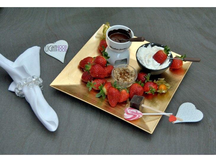 Fondue de ciocolata neagra, nuci, muscovado, frisca si capsuni  Strawberries, Chocolate, nuts, muscovado sugar, Whipped cream