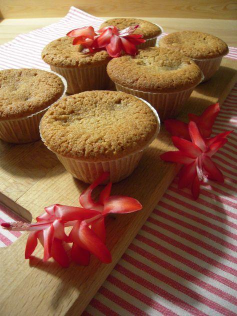 Lyxiga hallonmuffins med mandelmassa & citronzest #glutenfritt #recept #muffins #saftiga #hallon #jul #julbak #mandelmassa
