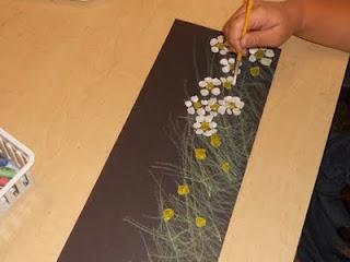 Bloemen op een strook papier