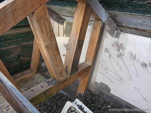 7 best mangeoire oiseaux fabriquer une mangeoire en bois sur pied images on pinterest the. Black Bedroom Furniture Sets. Home Design Ideas