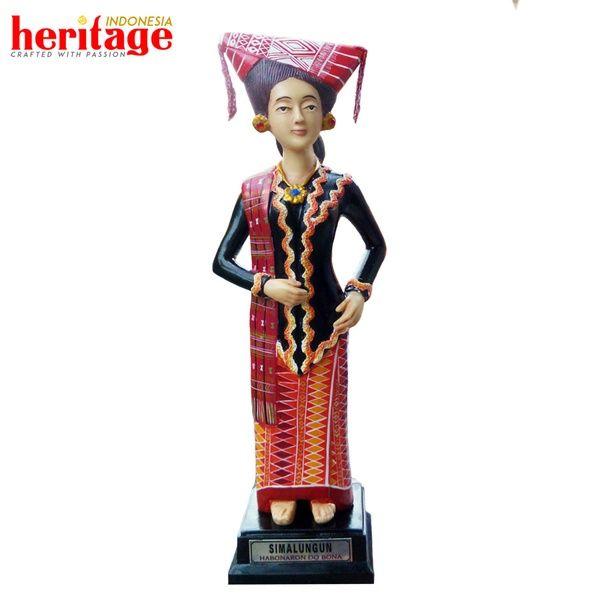 Patung Adat Simalungun Wanita