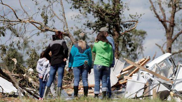 1/05/2017 13:56  Noodweer in de VS  Door hevige stormen en tornado's vielen er al 14 doden. Vooral de staat Texas werd zwaargetroffen. ook in andere staten werd de noodtoestand uitgeroepen. De oorzaak is klimaatverandering