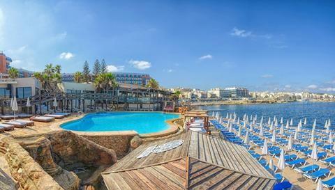 Dolmen Resort  Bij Dolmen Resort heb je met drie buitenbaden altijd wel een plekje aan het water. En vanaf de steiger met opgespoten zand duik je zo de zee in. Je kunt hier heerlijk lunchen op het terras met een fantastisch uitzicht op de Middellandse zee. Met 10 minuten loop je het Buggiba square op waar het altijd gezellig is. Vanuit hier kun je ook hele leuke uitstapjes maken. Tip: stap voor het hotel op de bus naar Valletta.  EUR 472.00  Meer informatie  #vakantie http://vakantienaar.eu…