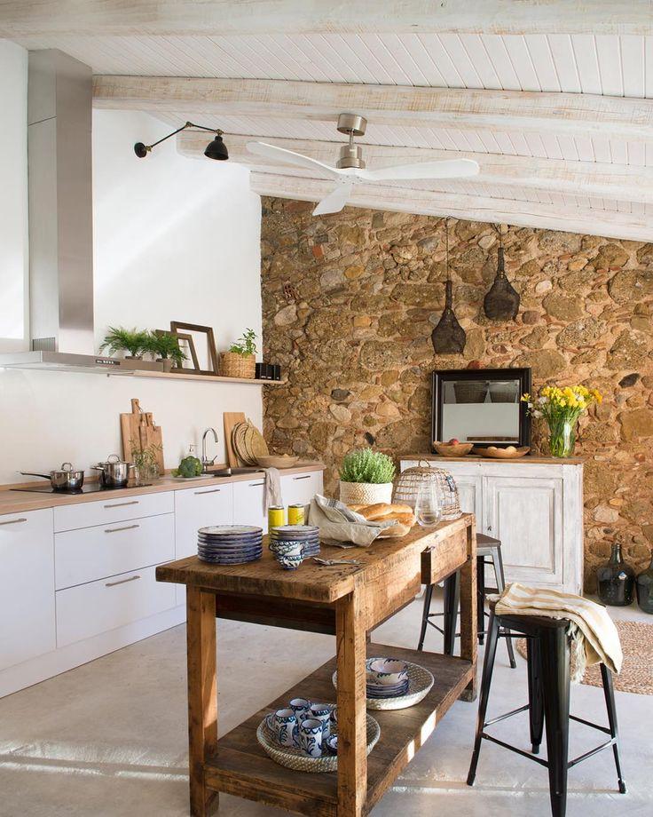 """1,683 Likes, 7 Comments - El Mueble (@el_mueble) on Instagram: """"Para cocinar, como superficie de apoyo o barra de desayunos. Dime qué le pides a la isla de tu…"""""""