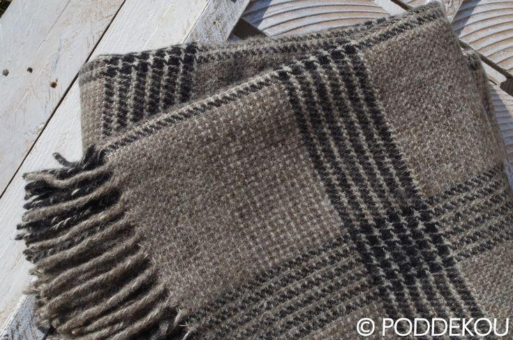 Kvalitná ľanová deka sivá / Ľanová károvaná deka sivo čierna so strapcami.