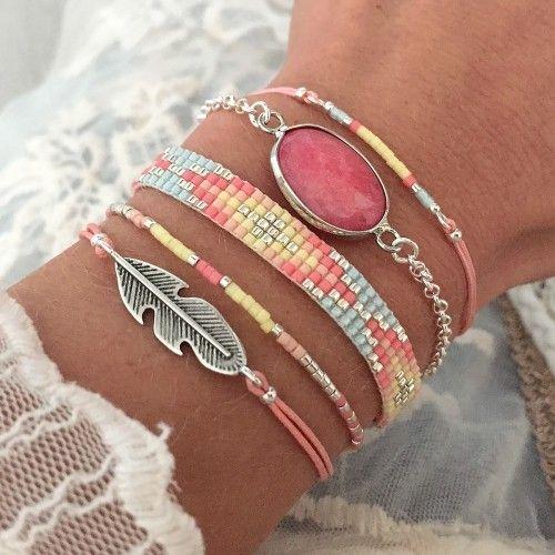 Mint15 armbanden set - pink, geel, baby blue en zilver - available via www.capricci.nl | #armbandenset #armbanden #set #beads #bracelets #armparty #armcandy #zilver #feather #gemstone #mint15 #capricci #capricci.nl