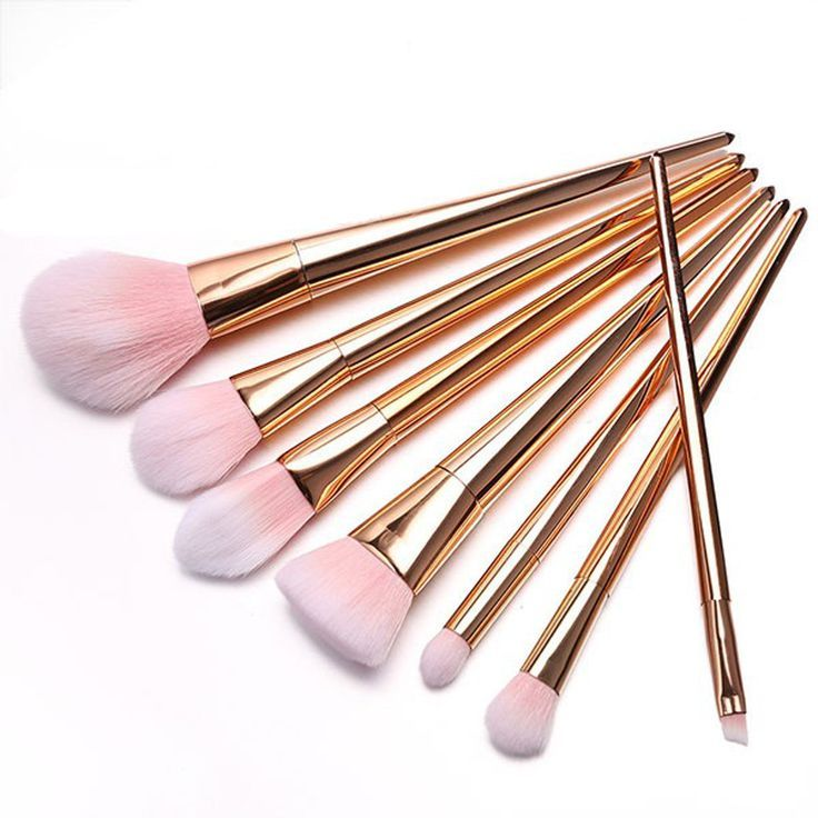 Brilliant brushes for a professional finish every time! Want to do your makeup like the pros? Done with cheap makeup brushes and ready for this luscious makeup brush set at a stunning price? Follow in