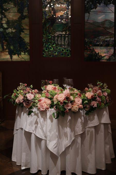 春の装花 メゾン ポール・ボキューズ様へ サーモンピンクと緑の花で : 一会 ウエディングの花