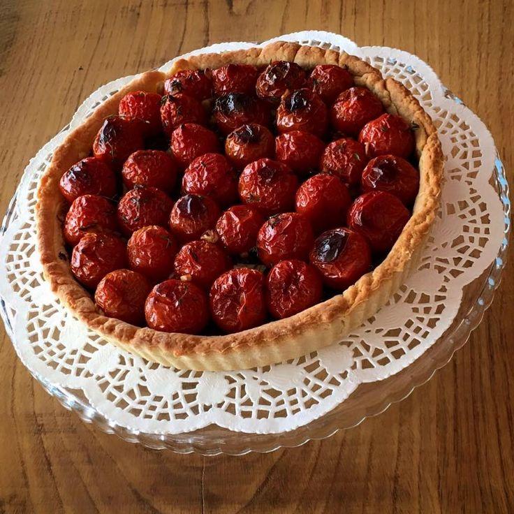 parmesanlı hamurda domatesli tart