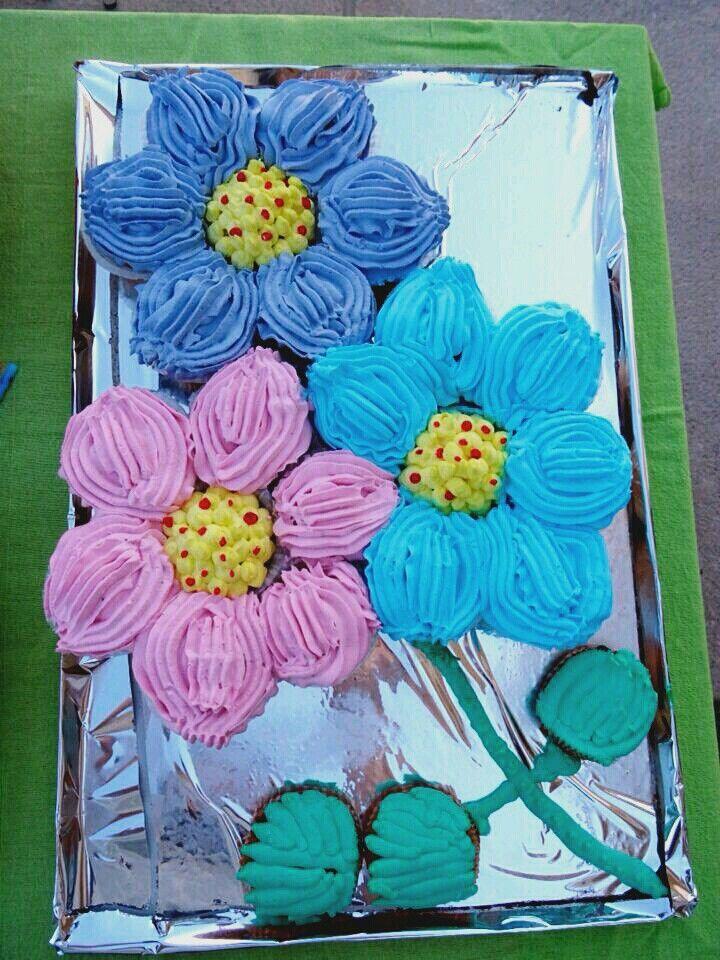 """Τούρτα cupcakes """"μαργαρίτες"""" 🎂🍰🌼 (pull apart cupcake flower cake)"""