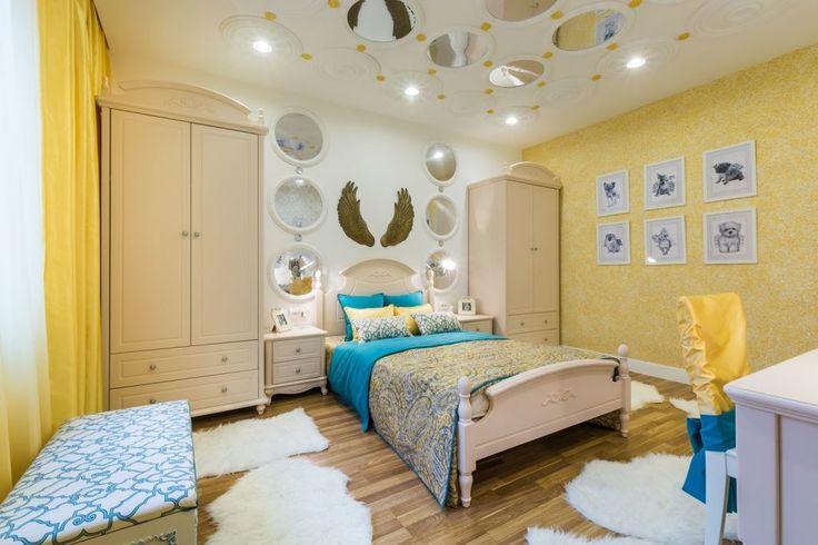 Жидкие обои в интерьере (48 фото): оригинальный способ оформления стен http://happymodern.ru/zhidkie-oboi-v-interere-48-foto-originalnyj-sposob-oformleniya-sten/ Солнечная спальня. Жидкие обои не выгорают, поэтому такой насыщенный желтый цвет останется в интерьере надолго