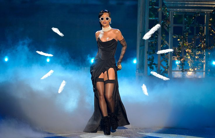 Esta mañana se confirmó que Rihanna ya no se presentará en el show de lencería más esperado del año. ¡Pero espera! Tienes que saber quién será la encargada de musicalizar los pasos de los ángeles de Victoria's Secret.