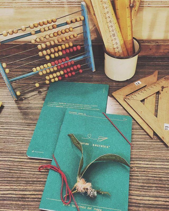 Otro regalo perfecto, @elefontepaperco, en tres colores para tres mundos ✨ #homedecor #bassesdesantpere22 #design #secondhand #vintage #furniture #barcelona #neukölln #espaineukölln #industrial #bcn #style #shop #interiorsinspiration #interiorism #interiordesign #interiors #unique #interiorstrends #interiorstyling #eucalyptus #xmas #xmasgift #present #abacus #vintageschool #elefontepaperco #secretplan #planessecretos